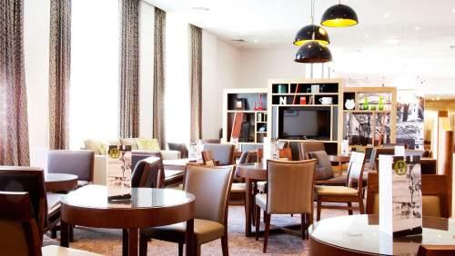 HI Newcastle Gosforth Park bar and lounge