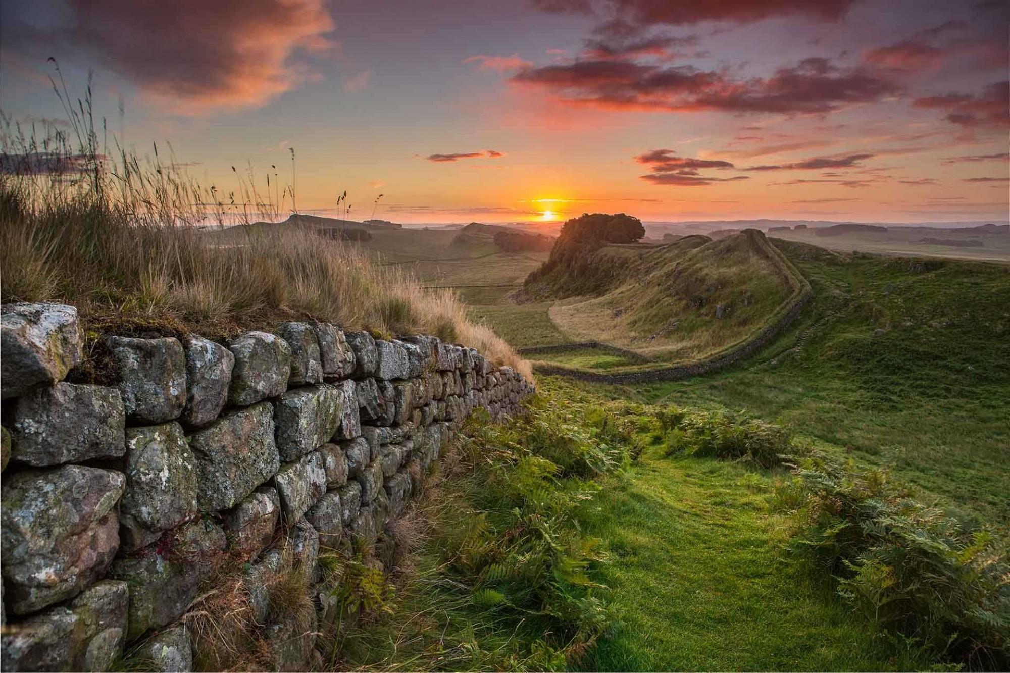 VE25263-Hadrians-Wall-at-Sunrise- -Visit England-Thomas-Heaton