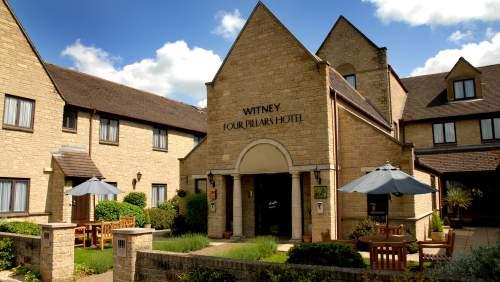 Witney Four Pillars Hotel Exterior 2