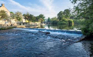 Early-Morning-by-the-River-Wye-in-Bakewell-Derbyshire