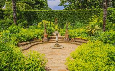 Hidcote-manor-gardens-in-the-english-cotswolds-gloucestershire-midlands-england-uk