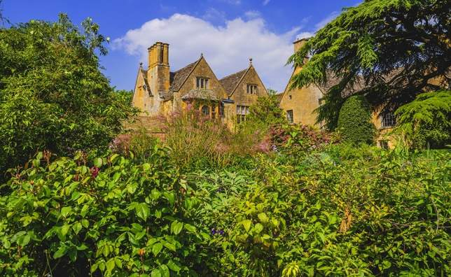 Hidcote-manor-gardens-in-the-english-cotswolds-gloucestershire-midlands-england-uk-2