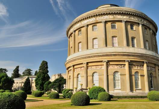 The-Garden-and-Rotunda-of-Ickworth-Country-House-near-Bury-St.-Edmunds-Suffolk