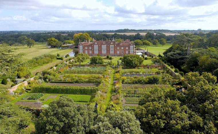 Helmingham-Hall-and-Gardens-2- -Visit England-Helmingham-Hall-and-Gardens