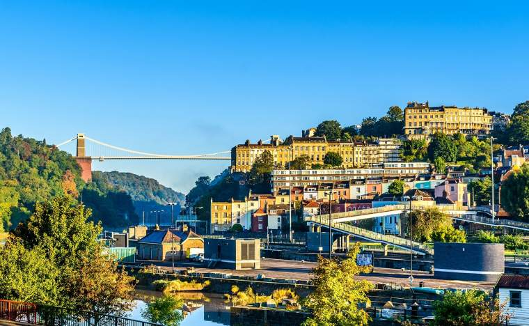 Bristol-suspension-bridge-and-clifton-village