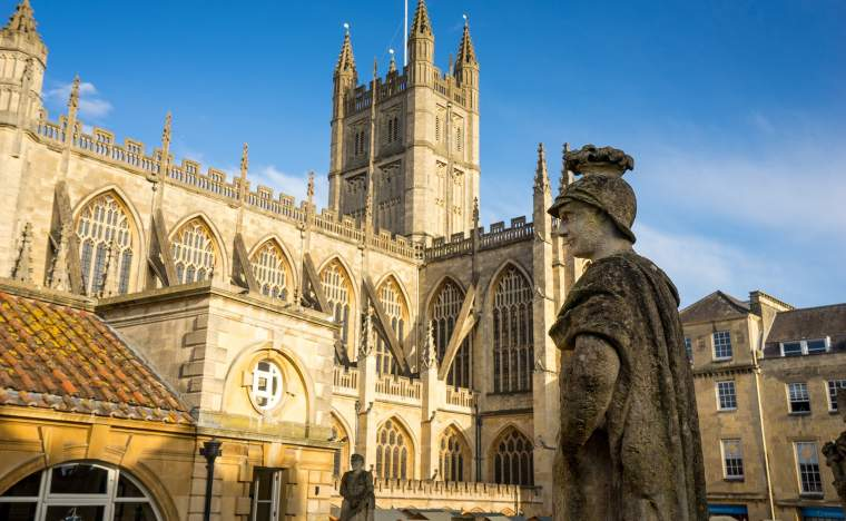 Roman-Baths-Abbey-in-Bath-Spa-city-England