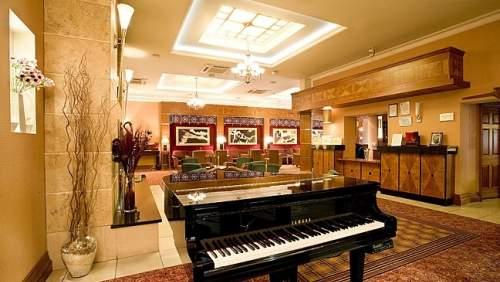 Hamlet Court Hotel lobby 1