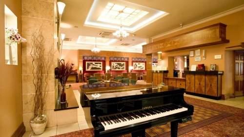 Hamlet Court Hotel lobby