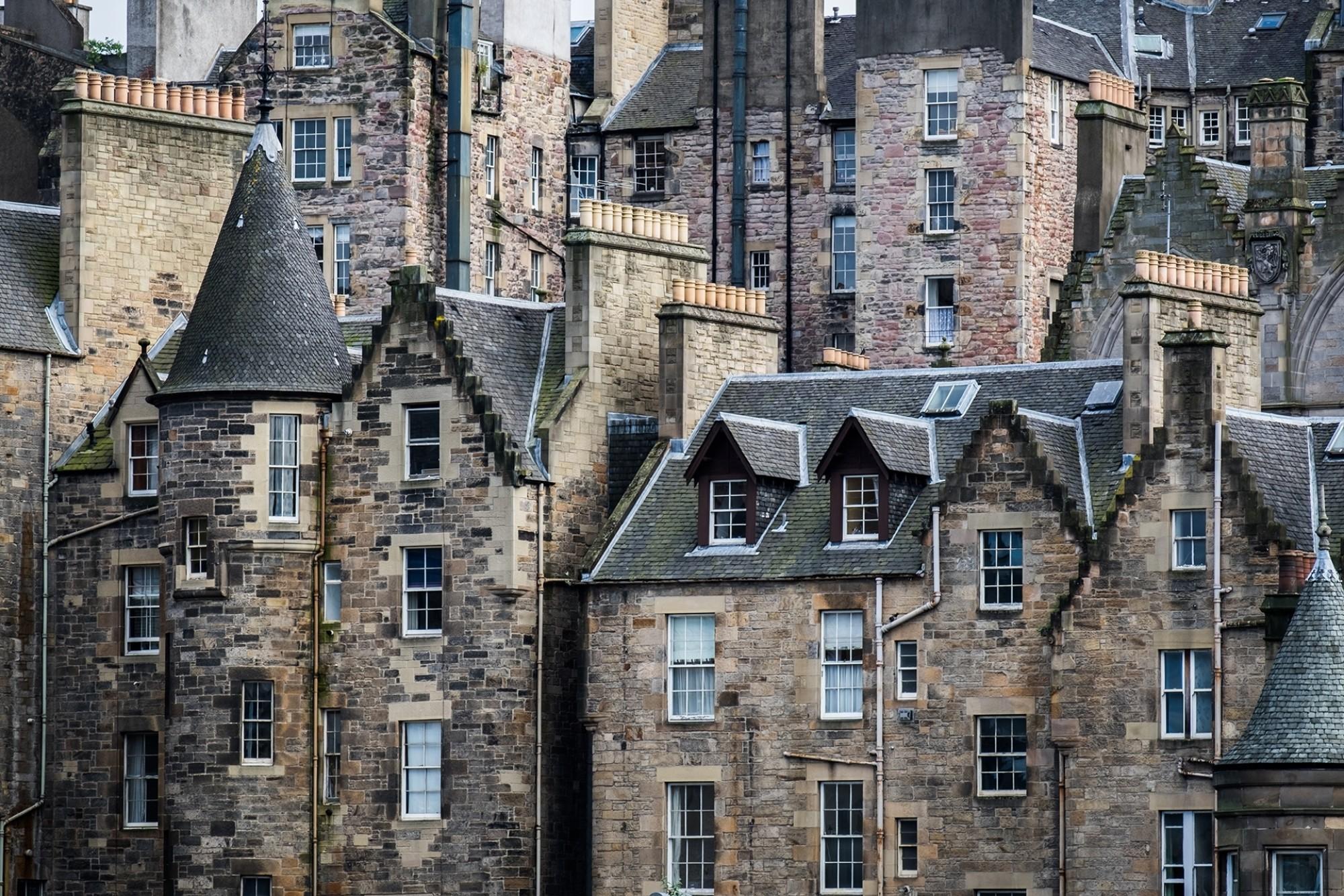 Edinburgh-Houses_shutterstock_613482185_Jaroslav-Sekeres