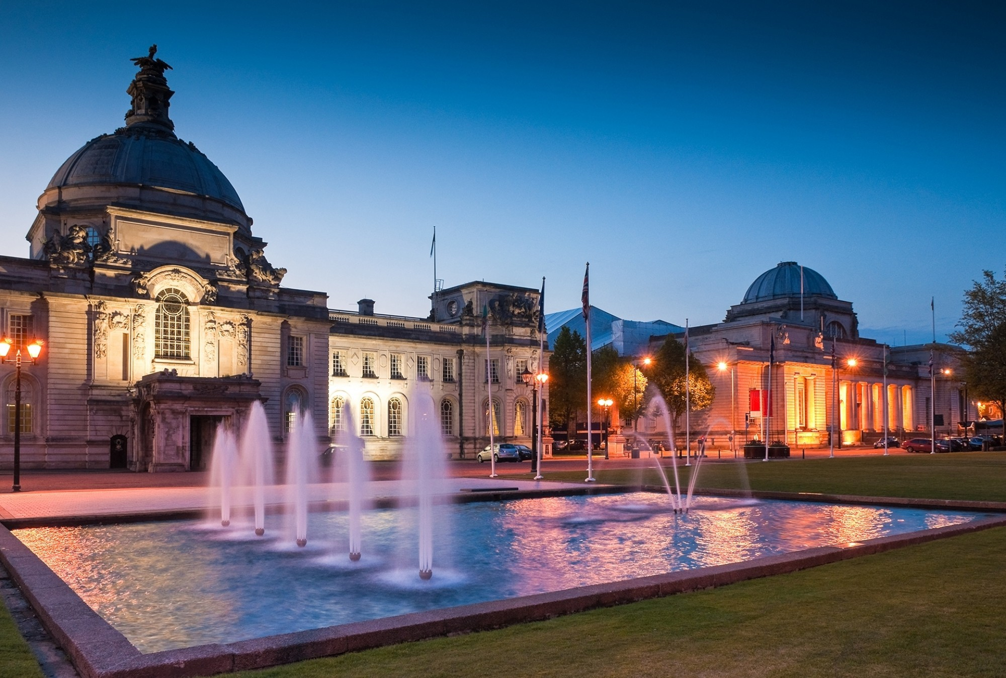 Cardiff-City-Hall-1906-and-fountains-at-night-in-the-heart-of-the-capital-city-Museum-to-the-right