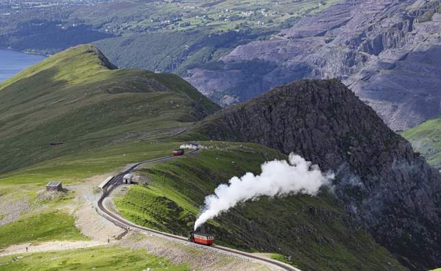 Sheep-and-mountain-railway-from-the-Llanberis-Pass-Mount-Snowdon-Snowdonia-Wales-UK