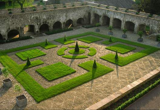 Cloister Garden 400dpi c Aberglasney Gardens